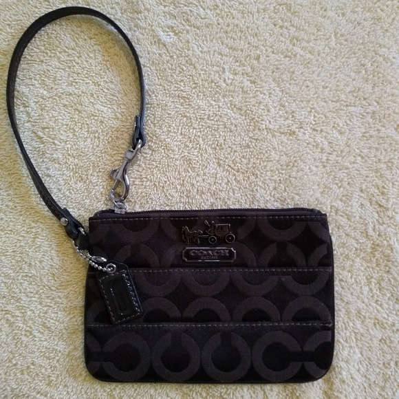 1bd3ceb7136 Coach Handbags - ⭐Sale⭐ Coach Small Wristlet. Final Price!